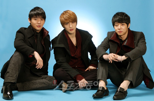 http://hallyucafe.files.wordpress.com/2011/02/20110217_jyj.jpg?w=500&h=328