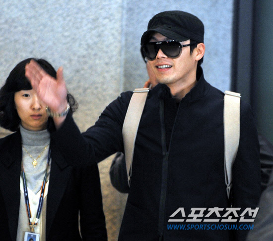 20110221 hyunbin airport arrival